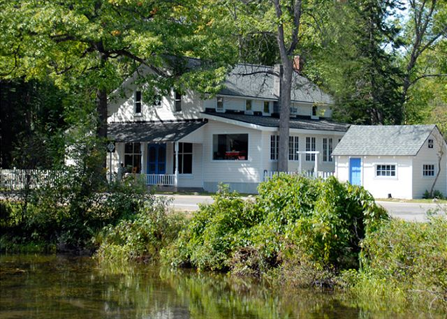 Glen Arbor Cottages M22 house on Crystal River
