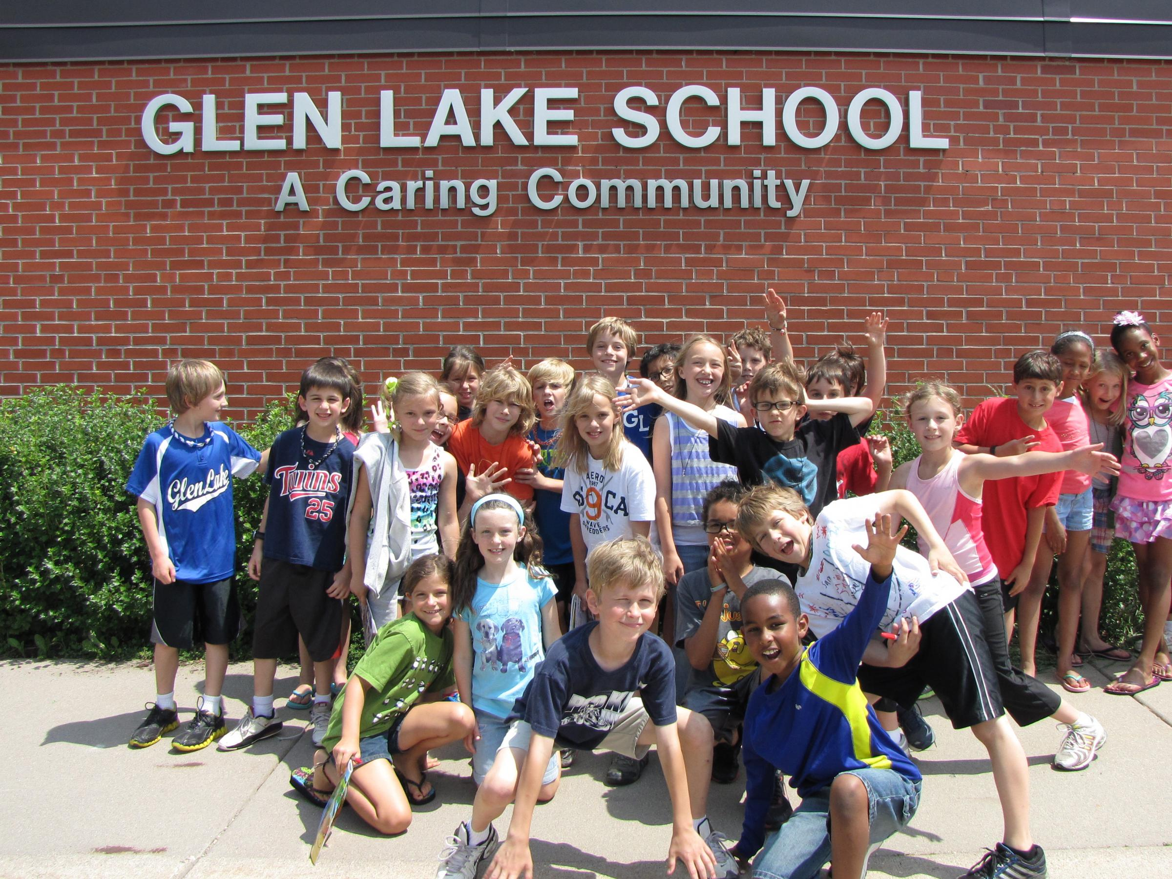kids pose in front of Glen Lake School building