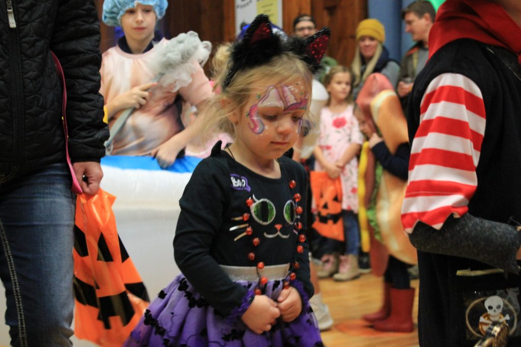 kids in halloween costume parade