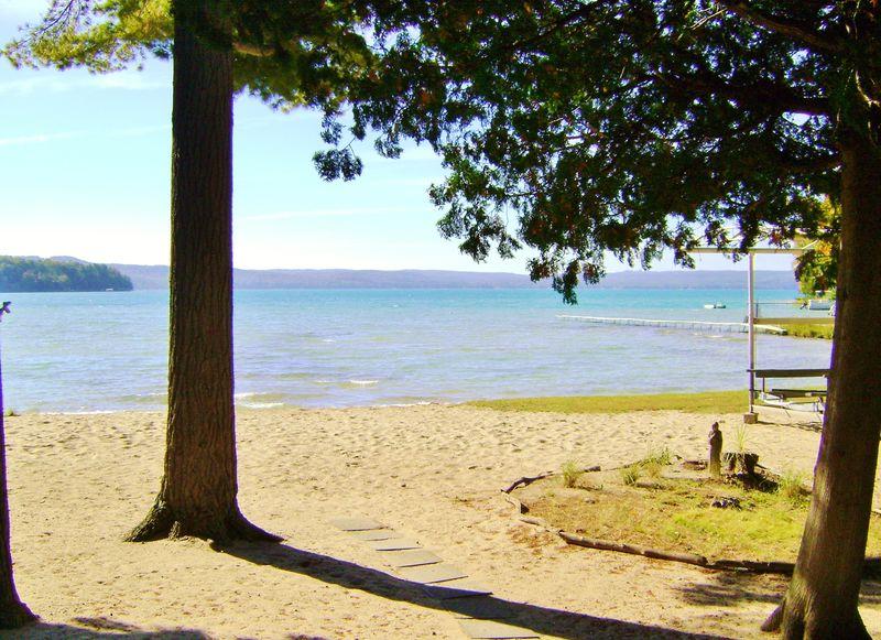 Northland Vacation Rental_tamarack cove view of beach and glen lake