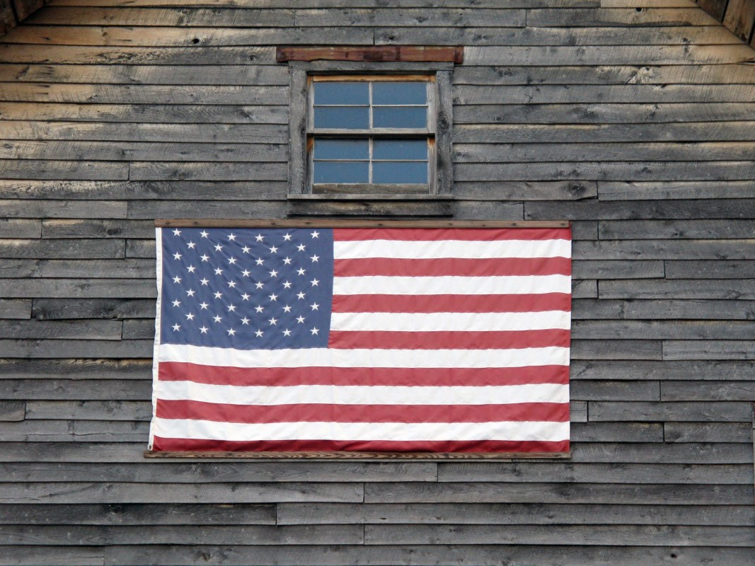 fourth of july glen arbor barn flag