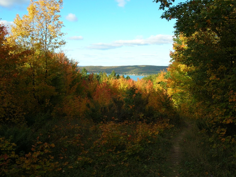 fall colors and view of Glen Lake from Windy Moraine trail